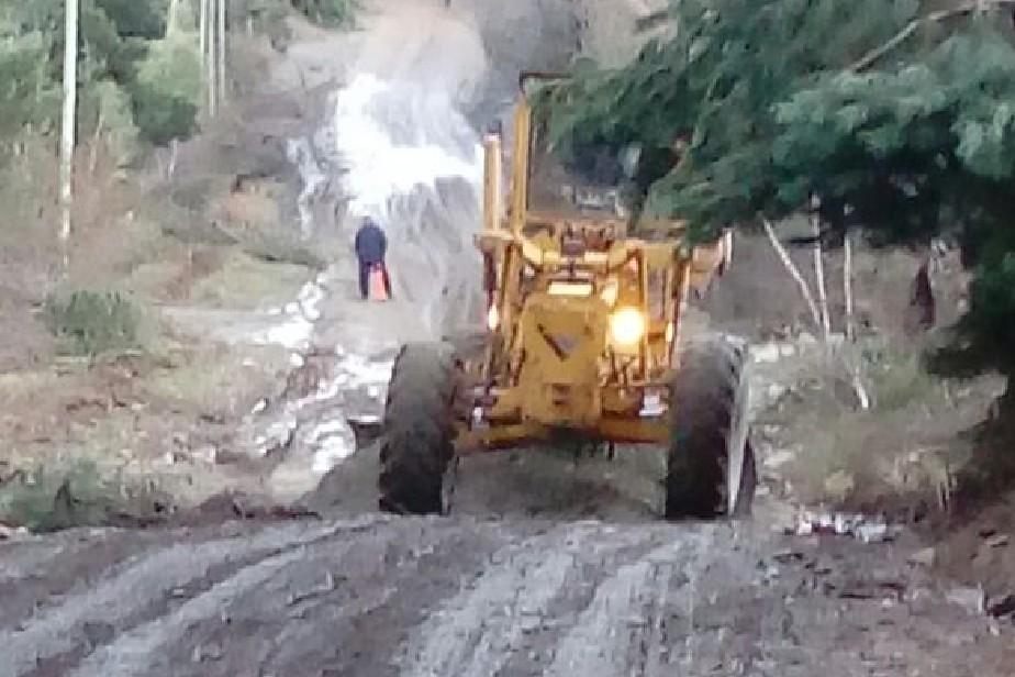 Resultado de imagen para Vialidad Rionegrina limpia alcantarillas en Mallín Ahogado