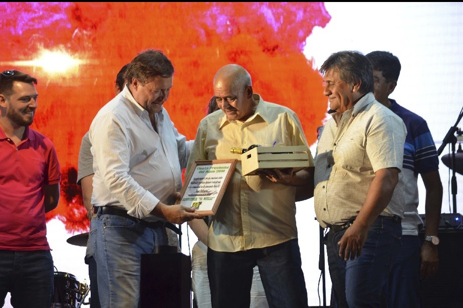 Lago Pellegrini ya vive la Fiesta Provincial del Agua 2019