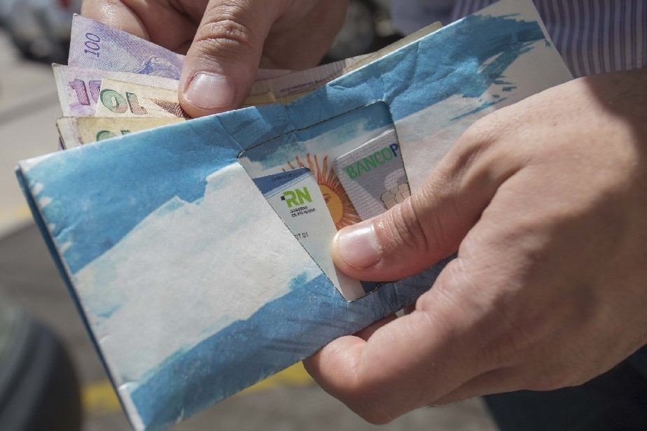 El viernes 1 comienza el pago de salarios de enero a estatales rionegrinos