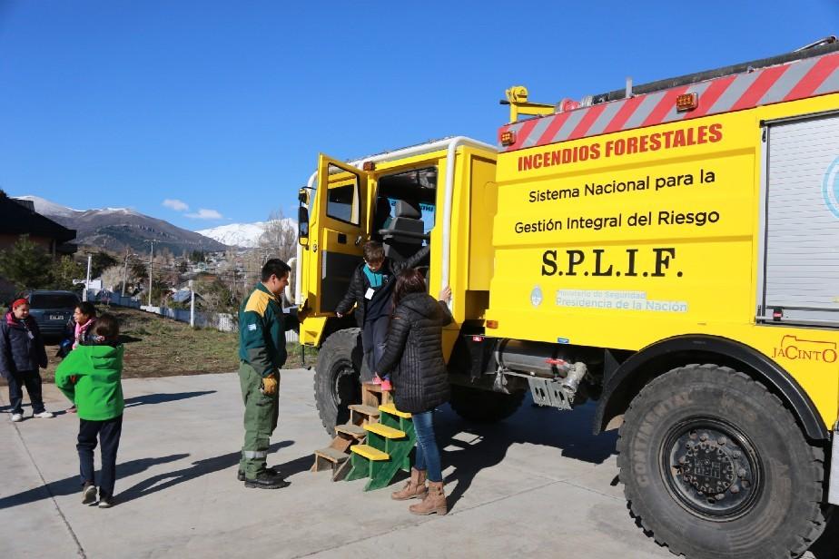 Niños participan de talleres para cuidar el entorno natural y prevenir incendios forestales