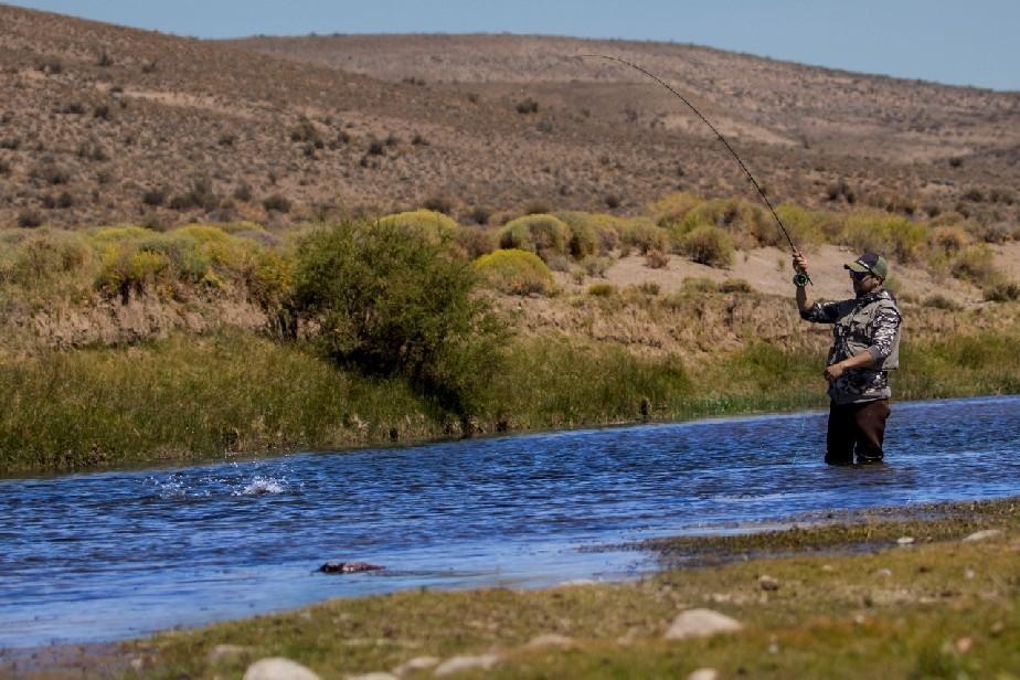 A partir del 1 de noviembre comienza la temporada de pesca deportiva en Río Negro