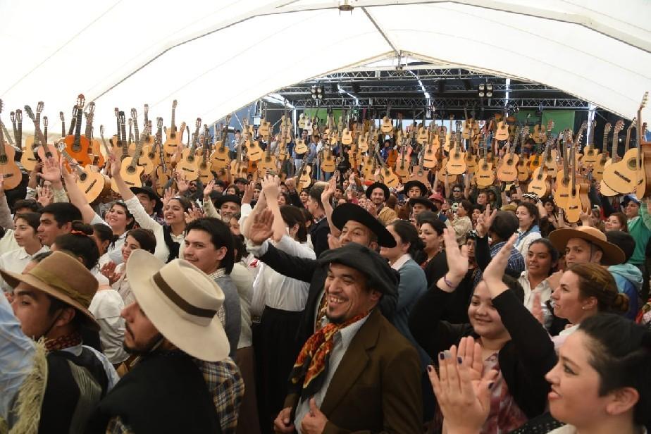Con un emotivo homenaje al «Maruchito», se festejó el primer Festival de Arte y Cultura Patagónica