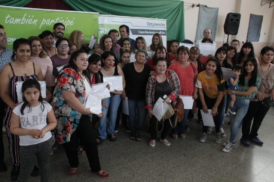 Casi 1000 vecinos de Villa Regina se formaron para desarrollar sus actividades productivas