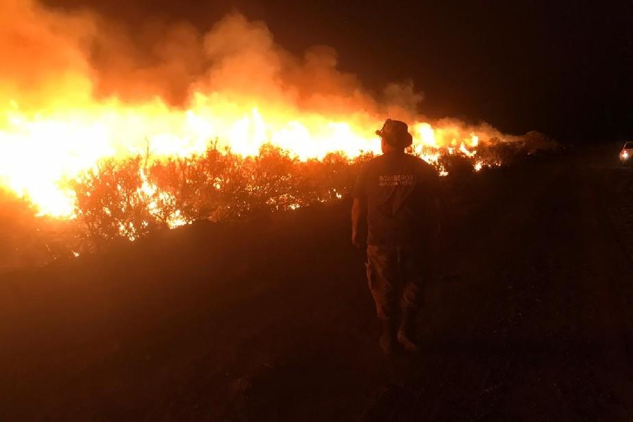 Gran tarea de los bomberos en Guardia Mitre pese a las adversidades del tiempo