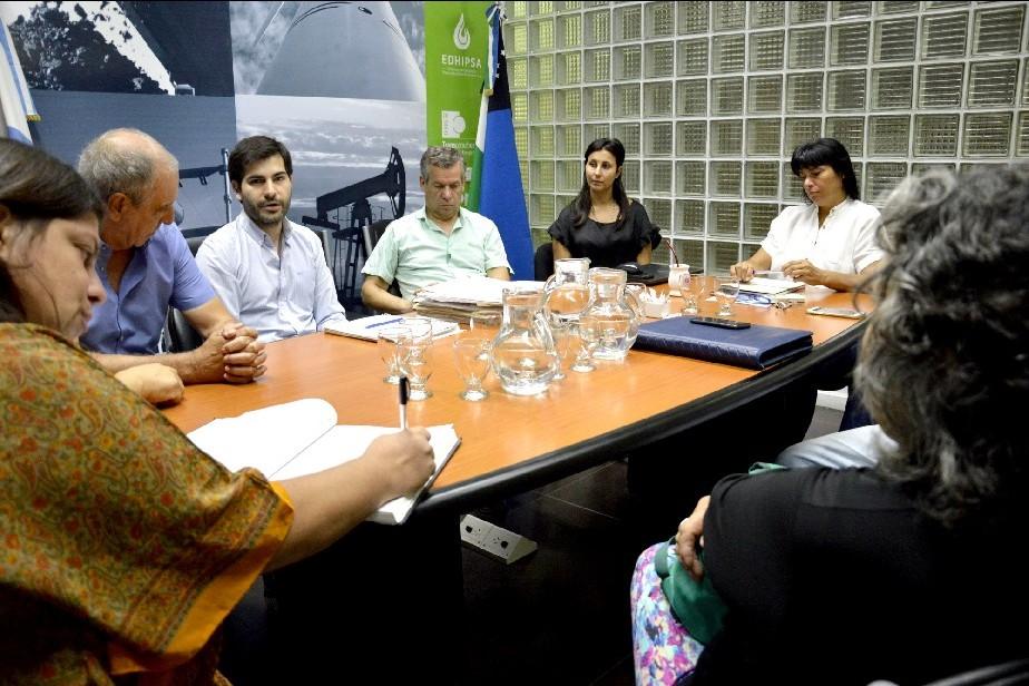 Estudian mejoras en el servicio eléctrico y red de gas natural para los vecinos de Las Perlas