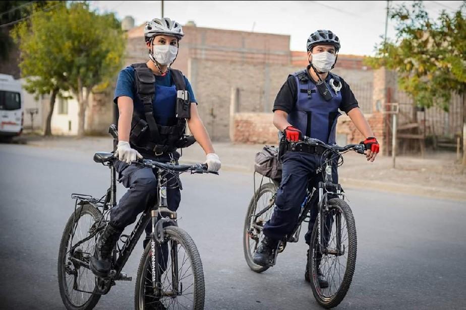 COVID-19: Policías, personal del 911 y penitenciarios cobrarán $5000 extras
