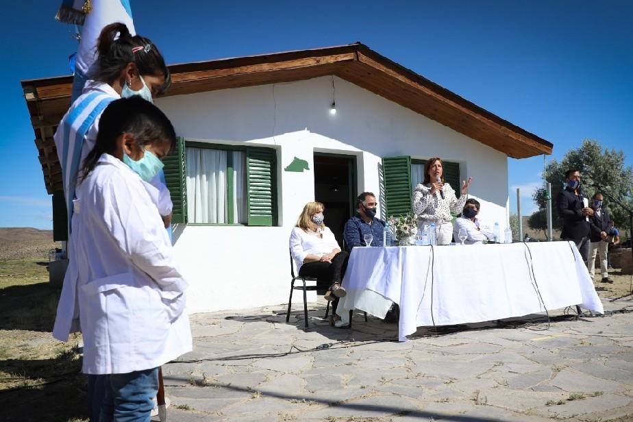 La Gobernadora Carreras encabezó la apertura del ciclo lectivo 2021 en escuelas rurales