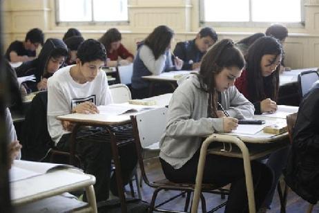 """Evaluación nacional: Los estudiantes rionegrinos mejoraron en todos los saberes, según el """"Operativo Aprender 2017"""""""